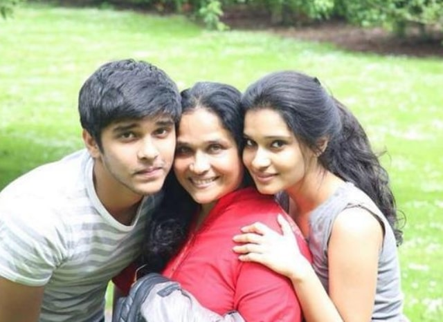 Dhruv Vikram with his mother and sister