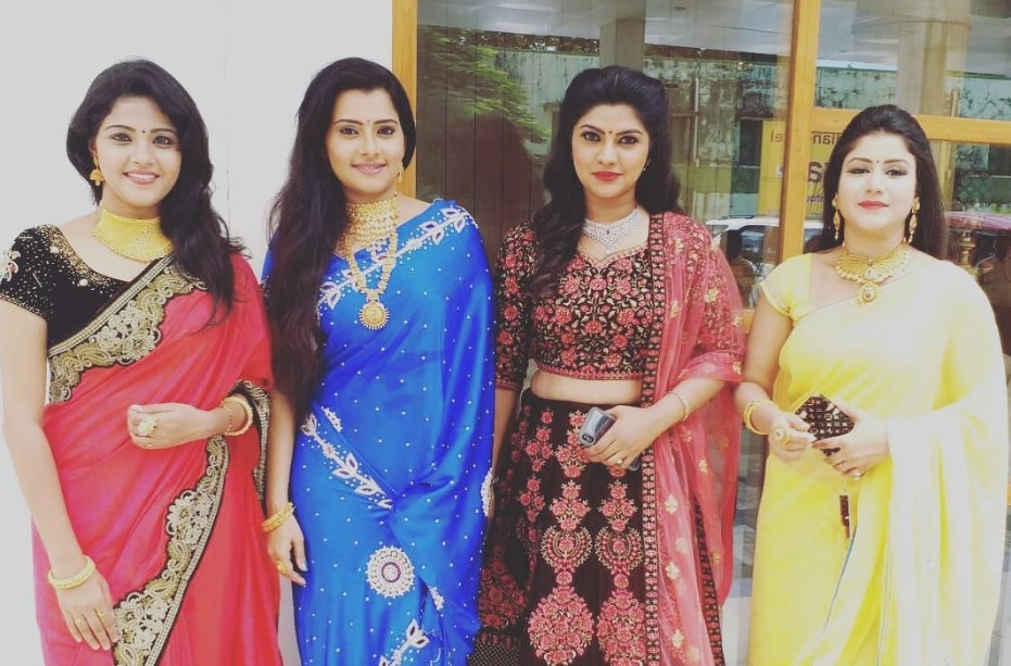 Shyamili Sukumar with Vaishali Thaniga , Shruthi Raj and Alya Manasa